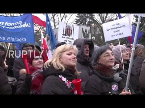 Poland: Protests against media law continue in Warsaw amid heavy security presence