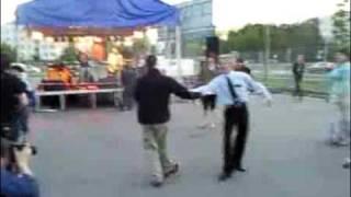 Bardzo imprezowy ochroniarz/ Very party bodyguard
