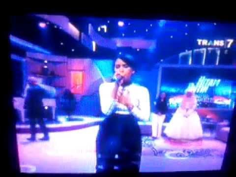 Bayangkan Rasakan - Maudy Ayunda Hitam putih 14/08/2014