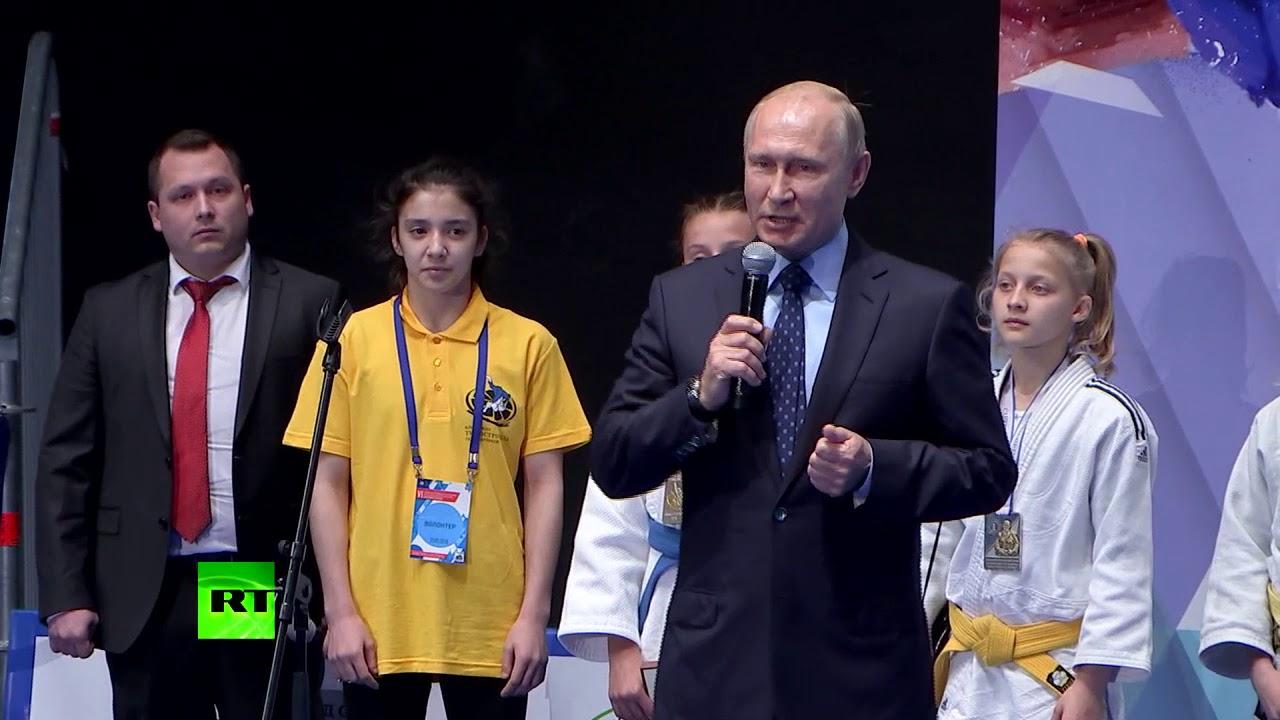 Путин наградил победителей юношеского турнира памяти своего бывшего тренера по дзюдо