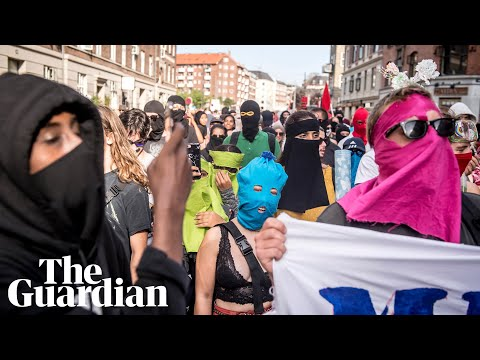 Danes rally as 'burqa ban' law comes into effect