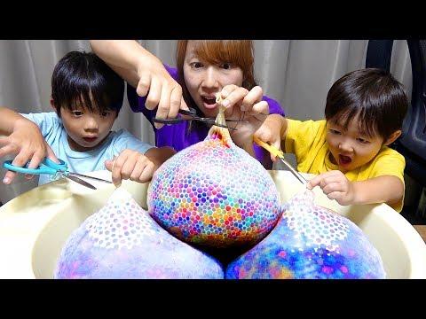 アンパンマンが9000個のぷよぷよボール爆弾に閉じ込められた!ゾンビを倒せ!寸劇 9000 Orbeez Balloon Bomb Experiment! Anpanman VS Zombi