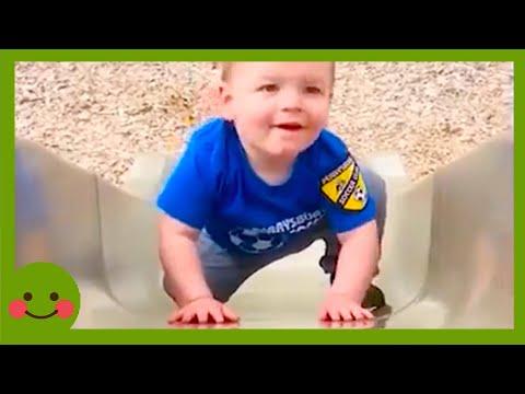 Trata de no reírte ! Bebés jugando tobogán en problemas ★ Video gracioso