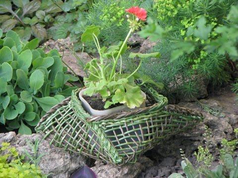 Maceta de flores de tubitos de periodicos jugamos con las - Flores de maceta ...