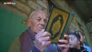 شاهد.. مسيحي يُحفظ أطفال المسلمين القرآن الكريم