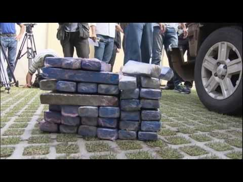 Polícia prende traficantes com 50 quilos de maconha em carro