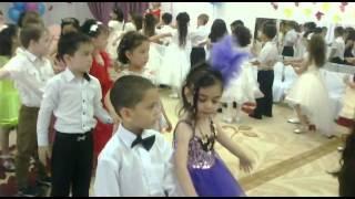 Мальчик и Девочка танцуют(Мальчик и Девочка танцуют просто супер., 2015-12-23T04:54:10.000Z)