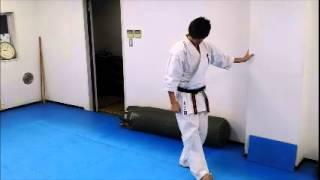 極真空手基本稽古動画 http://karateman.jp/ 志田清之が極真空手基本稽...