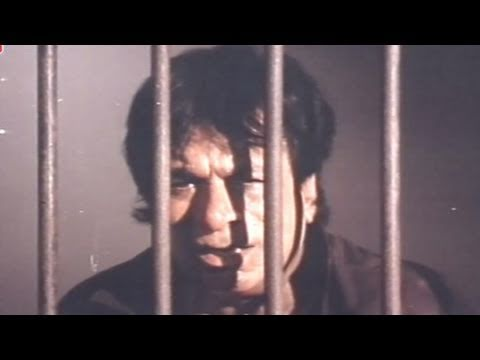 Kadar Khan Behind Bars - Baap Numbri Beta Dus Numbri Scene