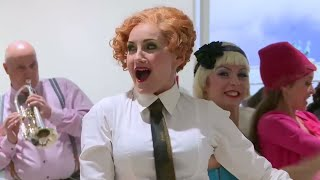 Katharine Mehrling sings Abraham's 'Es ist so schön' at a train station | Pop-Up-Opera