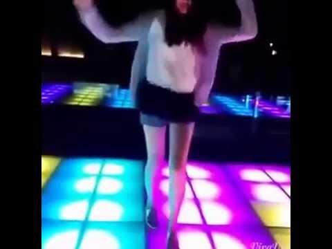 Girl xinh nhảy dance hiện đại - quẩy trong bar