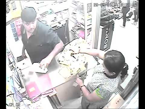 A lady thief stole mobile from metro plaza shop