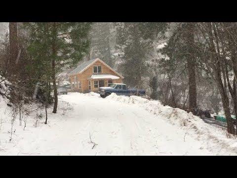 Little House Vlog -- Winter Strikes Back