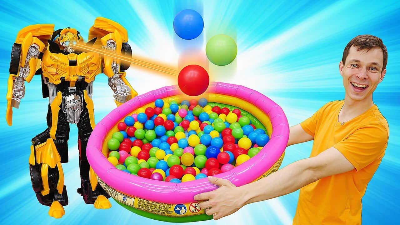 Трансформер Бамблби в Автомастерской - Ищем машинки и игрушки для детей в бассейне с шариками!