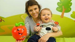 Видео с игрушками для малышей. Ранее развитие ребёнка. Никита играет с умным яблоком Fisher Price