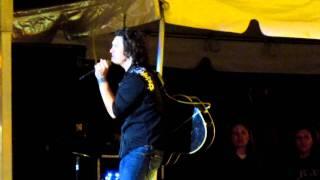 Joe Nichols Covers Rockstar from Nickelback
