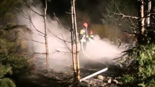 Przyczepa kempingowa z wiatą na ogrodach działkowych spłonęła doszczętnie