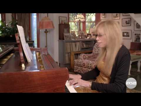 Carly Simon Performs a Never-Before-Heard Verse of