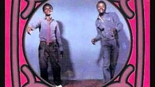Simon and Naison Chimbetu&The Marxist Brothers  -- Rudo Ibofu.wmv