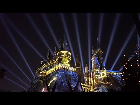Holidays At Universal Orlando | Harry Potter Projection Show, Holiday Parade & More Christmas Magic!