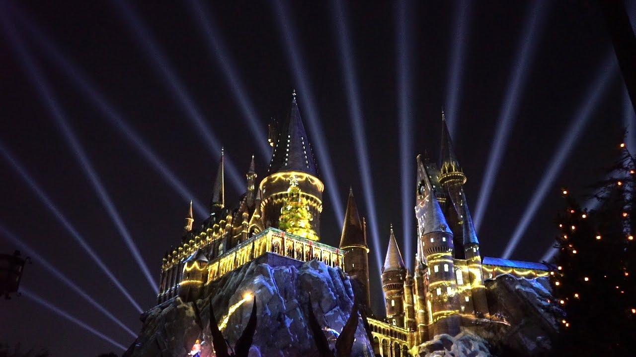 holidays-at-universal-orlando-harry-potter-projection-show-holiday-parade-more-christmas-magic