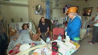 Terror in Manchester: Queen besucht verletzte Teenager im Krankenhaus