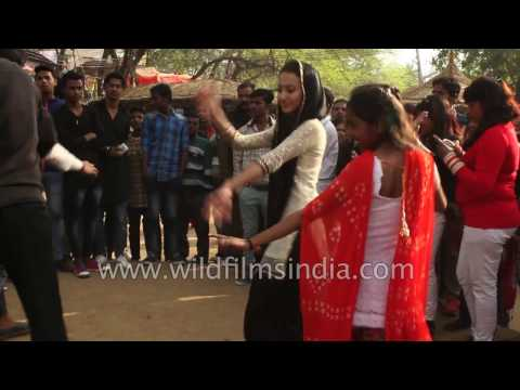 Indian women dance in a strange new way, to snake charmer music!