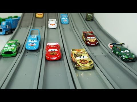 Race Track: Cars 2 Lightning mcqueen - Toy Vehicles Race so Fast!