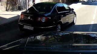 """Лихая езда водителя """"Volkswagen Passat"""" могла привести к трагедии в центре Саратова"""