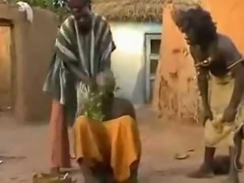 Мужик из африки делает эротический массаж женщине