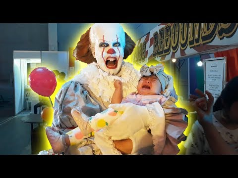 Kids react to Pennywise at Halloween Horror House 2018