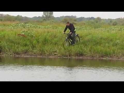 На велосипеде переехал речку как лужу