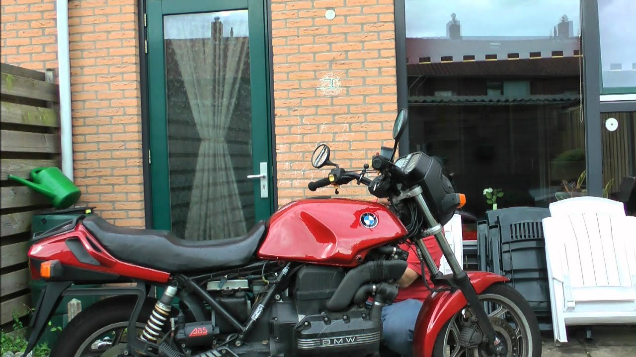 BMW K75 change airfilter and how to remove the tank - YouTube