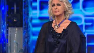 Loretta Goggi interpreta I giardini di Marzo di Lucio Battisti e commenta emozionata
