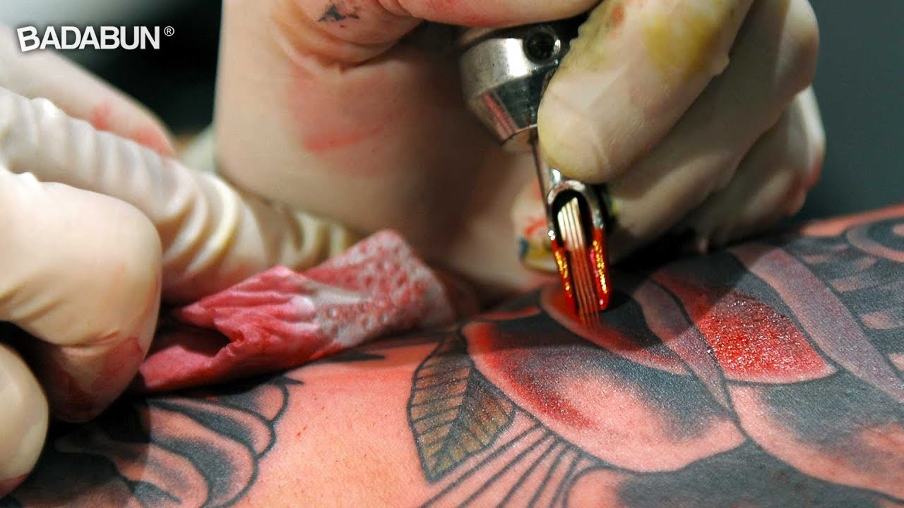 Como Se Hacen Los Tatuajes mira en cámara lenta cómo se hace un tatuaje. por eso duele tanto