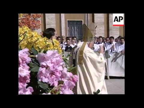 ITALY: ROME: POPE JOHN PAUL II CONDUCTS EASTER SUNDAY MASS