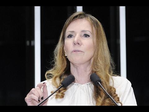 Vanessa Grazziotin registra decisão das centrais sindicais por manifestação contra as reformas