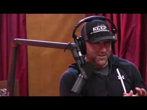 Joe Rogan talks to Scott Eastwood about having Clint Eastwood as his Dad