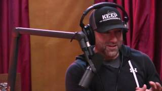Joe Rogan talks to Scott Eastwood about having Clint Eastwood as his Dad