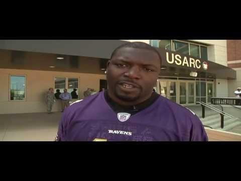 Baltimore Ravens Fullback Vonta Leach Visits Fort Bragg