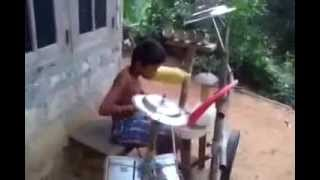 Amaizing drums perfomans of a poor tallented boy from Kerala