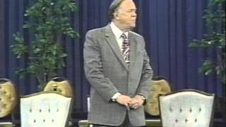 Kenneth E Hagin   Love The Way to Victory    01   Love Never Fails