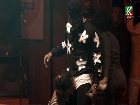 See what girls did to REEKADO BANKS at the Afrobeat party 2016