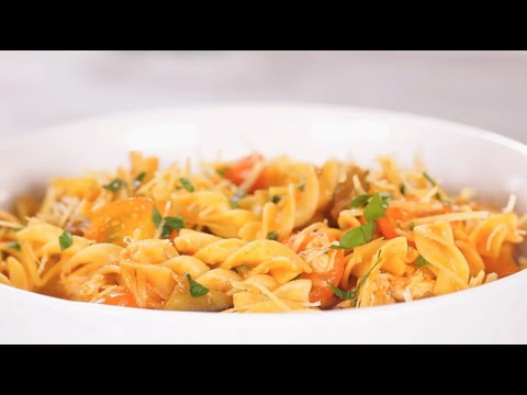 Tornillo doria sin gluten, salteado con pollo y portobellos