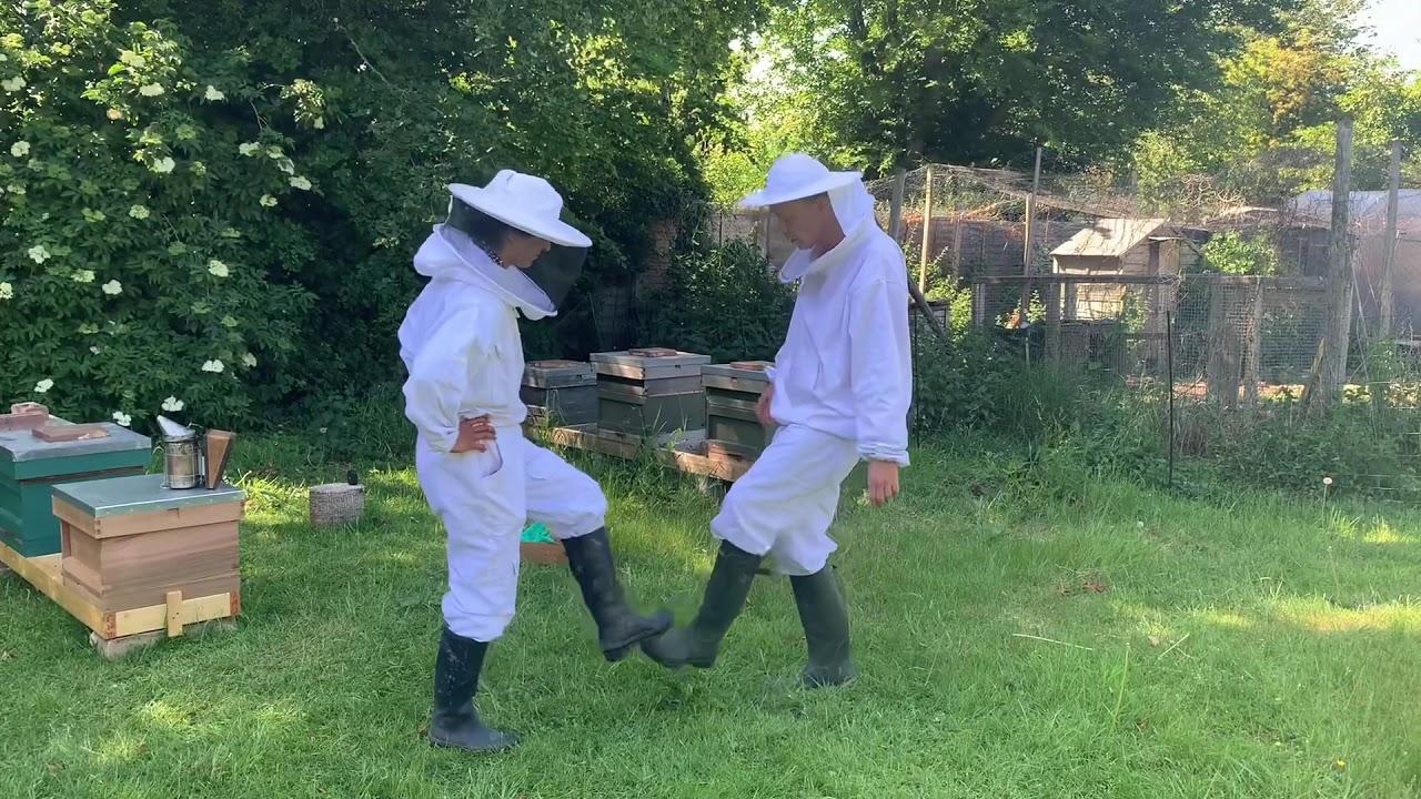 Beekeepers Oh Na Na Na dance challenge!