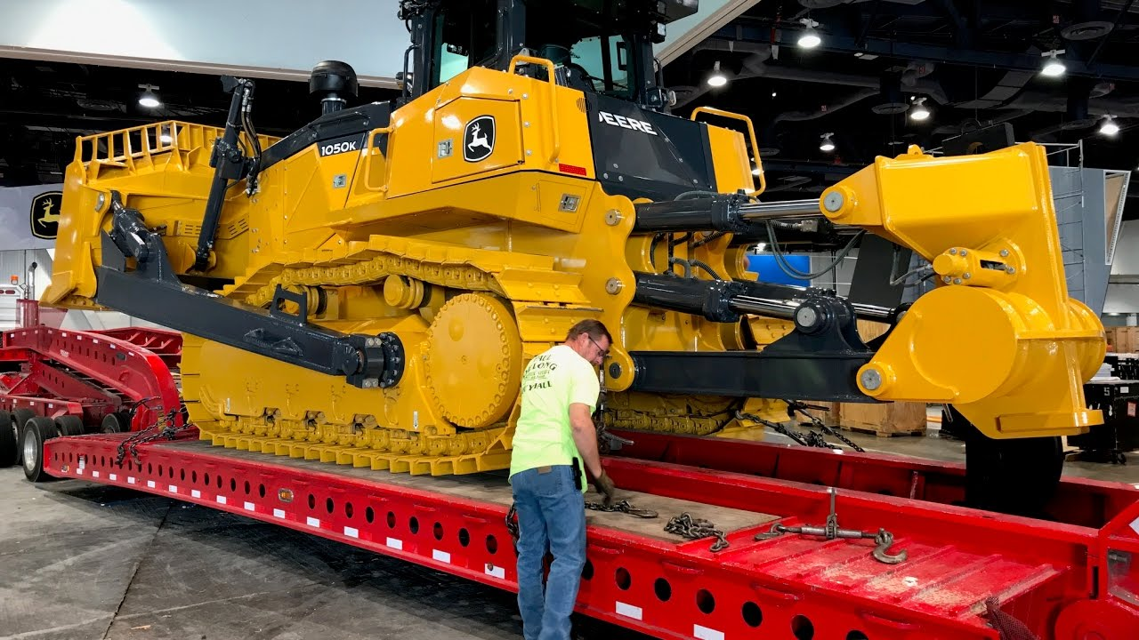 Biggest Bulldozer Made : John deere s biggest bulldozer moving out of conexpo