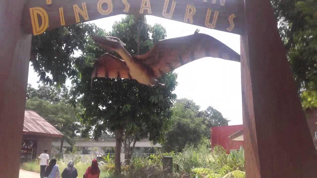 lutfi jalan-jalan di jurassic park at taman mini indonesia ...