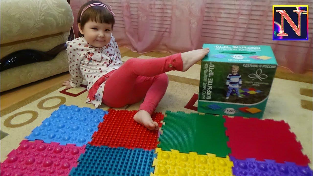 Еще одним видом развивающего напольного покрытия является коврик-пазл. Он состоит из крупных фрагментов, которые складываются в яркую картинку. Такой пазл под силу собрать даже ребенку до года. Купить детский коврик можно в магазине кари кидс. Широкий ассортимент развивающих игрушек.