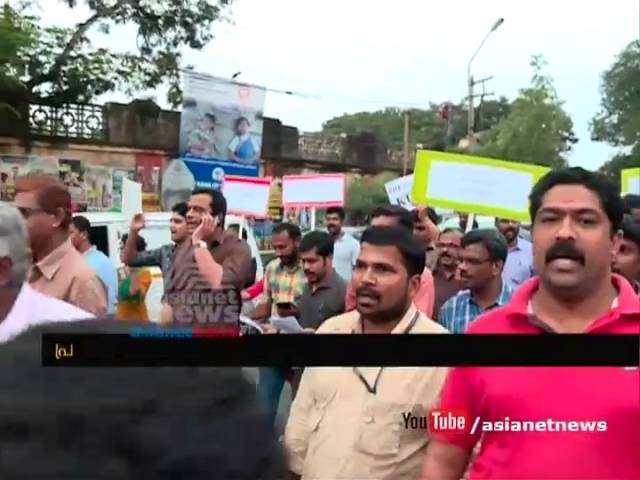 Journalists attacked by advocates in Kochi : Journalists protest in Thiruvananthapuram