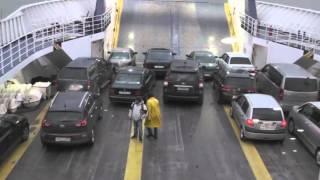 В Керченском проливе третий день бушует шторм